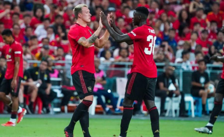 Raphael Varane Datang, Man United Berpotensi Lepas Dua Bek Tengah