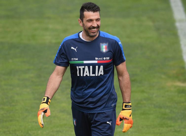 Gianluigi Buffon Kembali Pensiun dari Timnas Italia