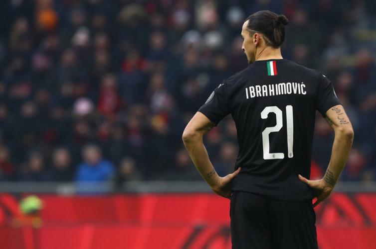 Cedera, Zlatan Ibrahimovic Diperkirakan Absen Lebih dari Sebulan