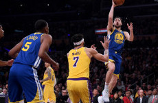 Hasil NBA: Baru Sembuh dari Sakit, Klay Thompson Bawa Warriors Bekap Lakers