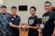 Dewa United FC Salurkan Bantuan untuk Warga Bogor
