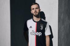 Juventus Menentang Tradisi Lewat Jersey Anyar