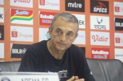 Kalah dari Persebaya, Pelatih Arema FC Tegaskan Pemilihan Hamka Hamzah Bukan Sebuah Blunder