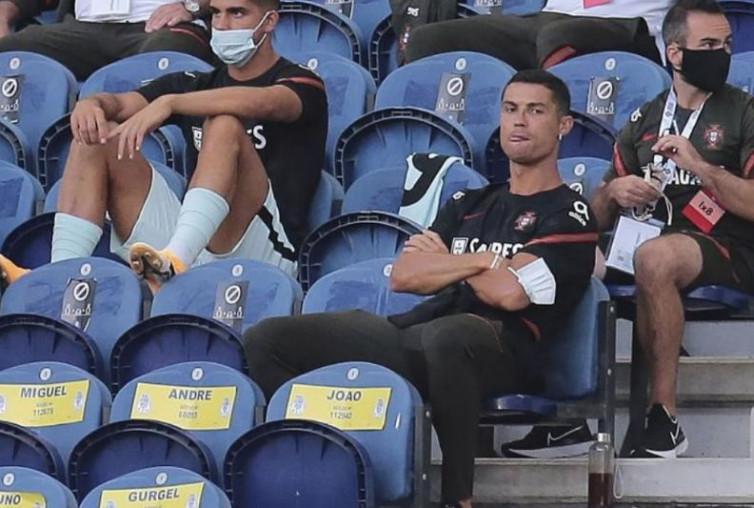 Tak Kebal Aturan, Cristiano Ronaldo Ditegur karena Tak Kenakan Masker